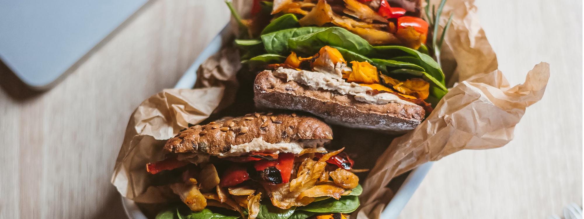 Sotus ir šiltas sumuštinis su kumpiu