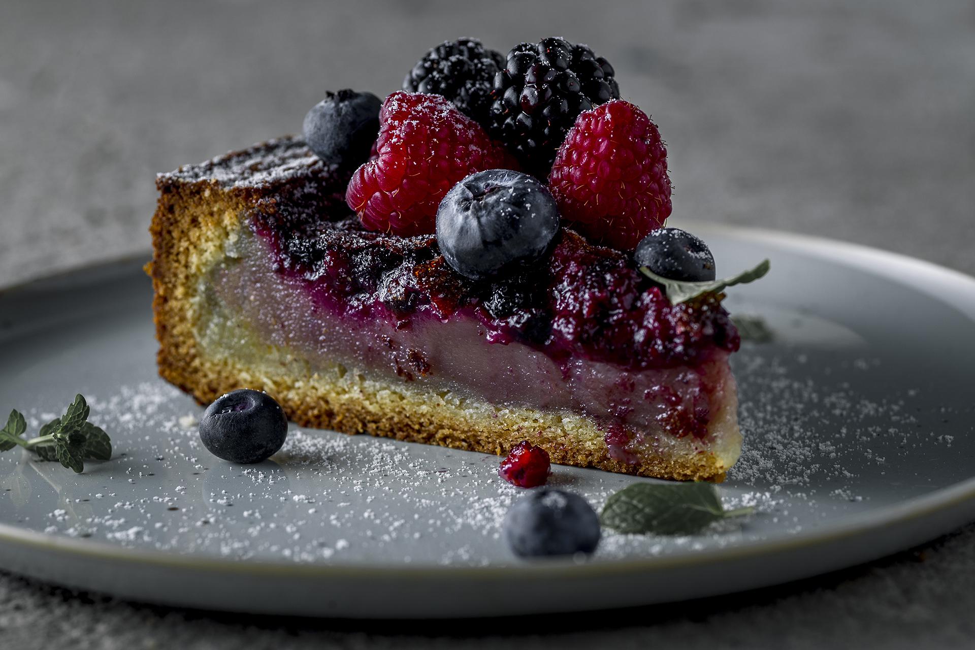 Bretoniškos tešlos pyragas su kreminiu šaldytų uogų įdaru